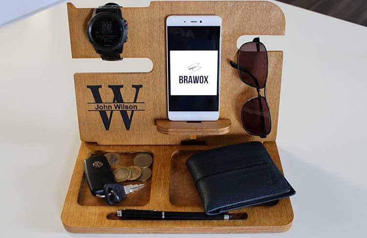 Wood-Valet-Wooden-Docking-Station
