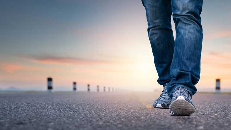 17 Best Comfortable Shoes For Walking On A Concrete Surface